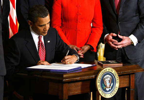 Obama+Signs+Bills+Helping+Families+Save+Homes+ayT7d0amoIjl